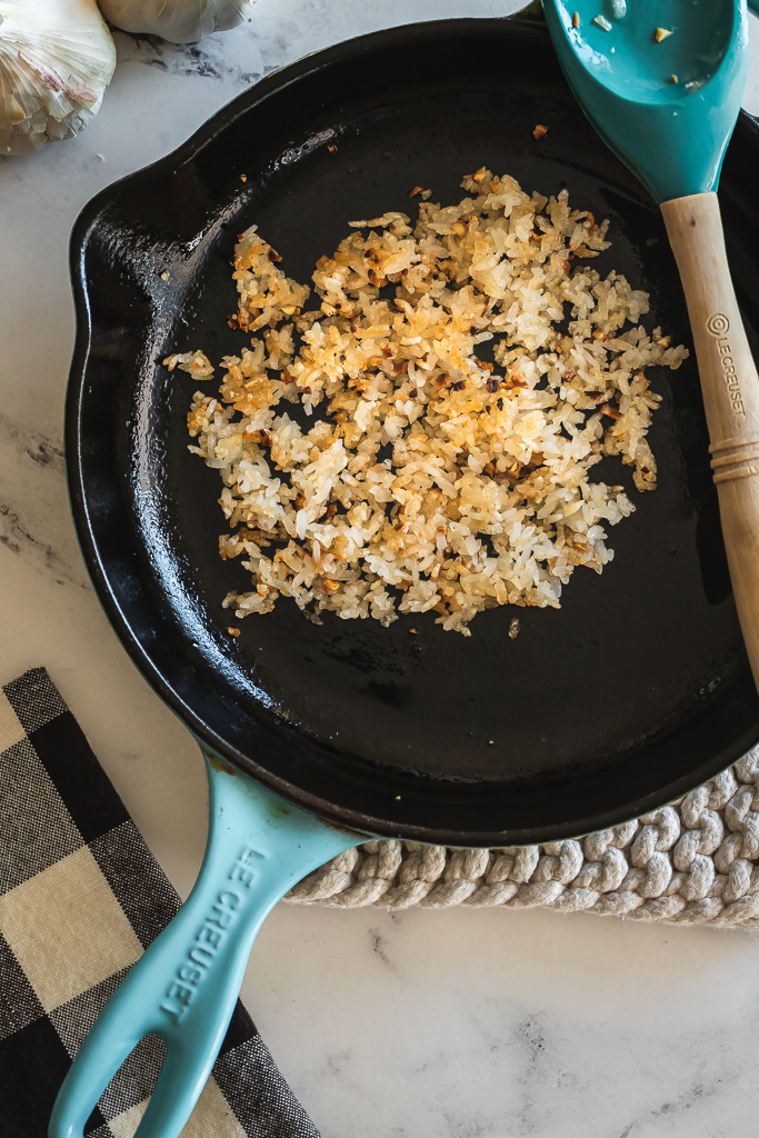 Cast iron skillet with cooked crispy rice